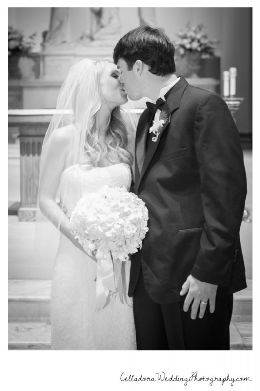 kiss-at-alter-533x800 Catherdral of the Incarnation Wedding | Avenue Reception | Erin + Zach