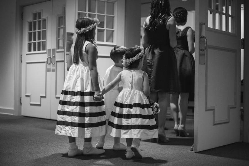 flower-girls-holding-hands-800x533 Blair + Hunter Brentwood, TN Wedding