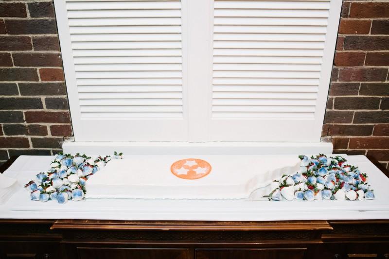 tn-state-flag-cake-800x533 Blair + Hunter Brentwood, TN Wedding