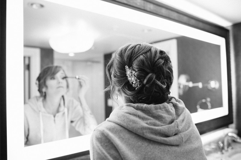 Bride-getting-ready-at-opryland1-800x533 Opryland Hotel Wedding in Nashville, TN - Dawn + Keith