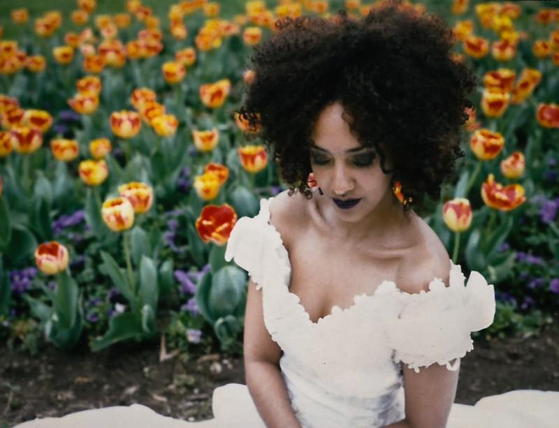 beautiful-bride-tulips-film-800x613 Brides Shot on Polaroid Instant Film