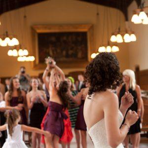 bride-throwing-bouquet2-300x300 nashville-portfolio
