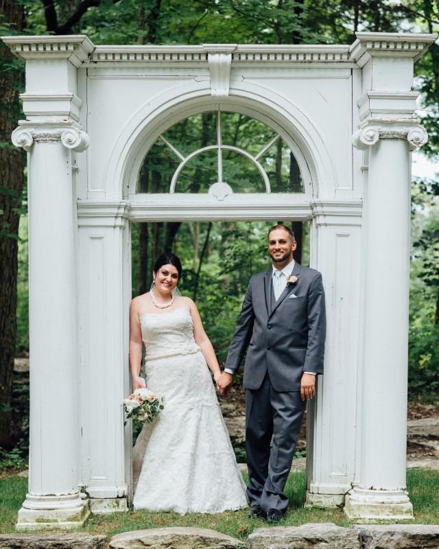 bride-groom-outdoor-photography-640x800 Outdoor Barn Wedding | Murfreesoro, TN | Paul and Amanda