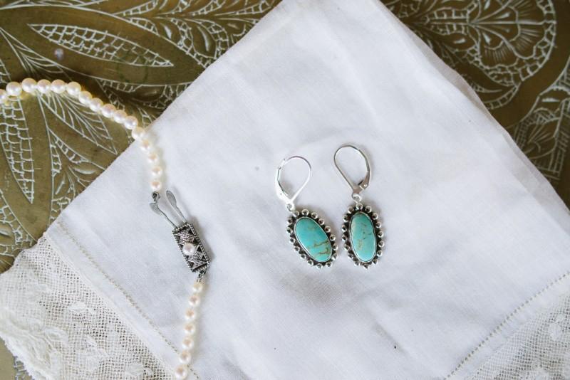 bride-earrings-and-pearls-800x534 Laurie + Craig - Antrim Wedding   Columbia, TN