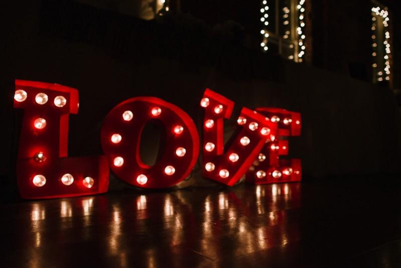 love-lights-800x534 Elisa + Jerrad Wedding | Balinese Ballroom | Memphis, TN