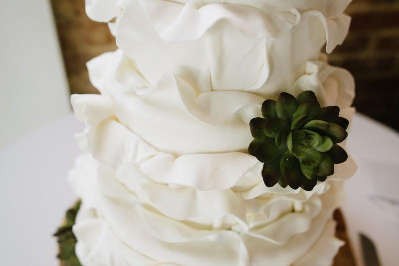 wedding-cake-detail-flower-800x534 Elisa + Jerrad Wedding | Balinese Ballroom | Memphis, TN