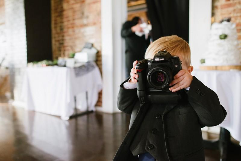 young-cute-photographer-800x534 Elisa + Jerrad Wedding | Balinese Ballroom | Memphis, TN