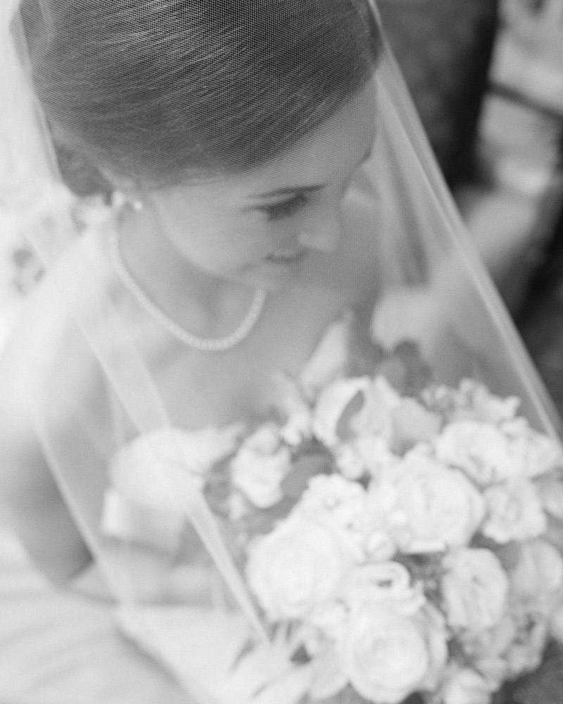 bride-flowers-black-and-white Julia and Wes | Nashville, TN Winter Wedding | Gaylord Opryland Hotel