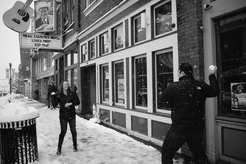 snowball-fight-downtown-nashville-800x534 Sara and Ryan | Nashville Winter Snow Engagement Session