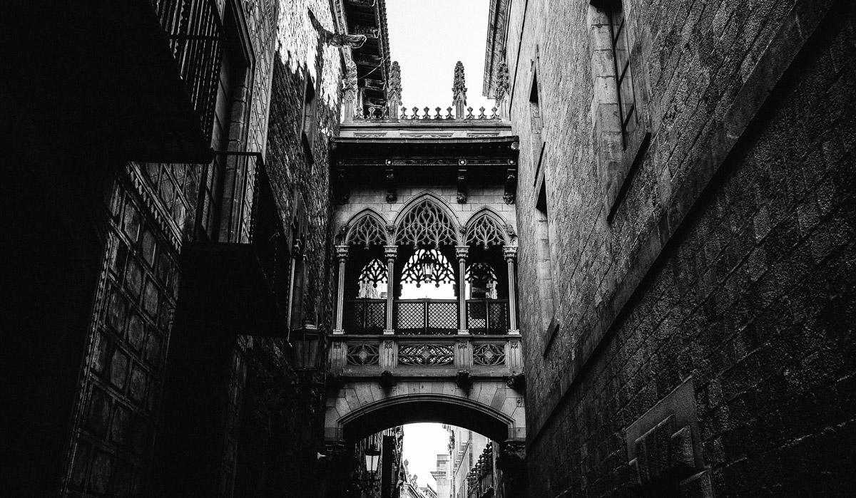 BARCELONA-ARCHITECTURE Robert + Alyssa | Barcelona Elopement Photographer