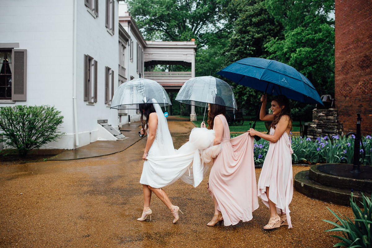 bride-bridesmaids-umbrellas Belle Meade Plantation Wedding | Kendall and Andrew