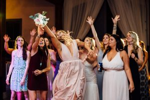 epic-bridesmaid-catching-bouquet-300x200 epic-bridesmaid-catching-bouquet