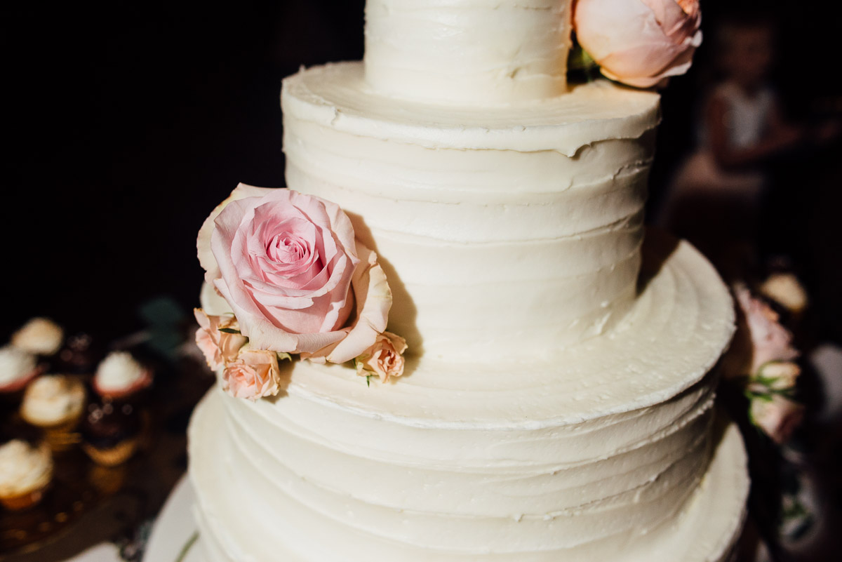 wedding-cake-with-roses Belle Meade Plantation Wedding | Kendall and Andrew