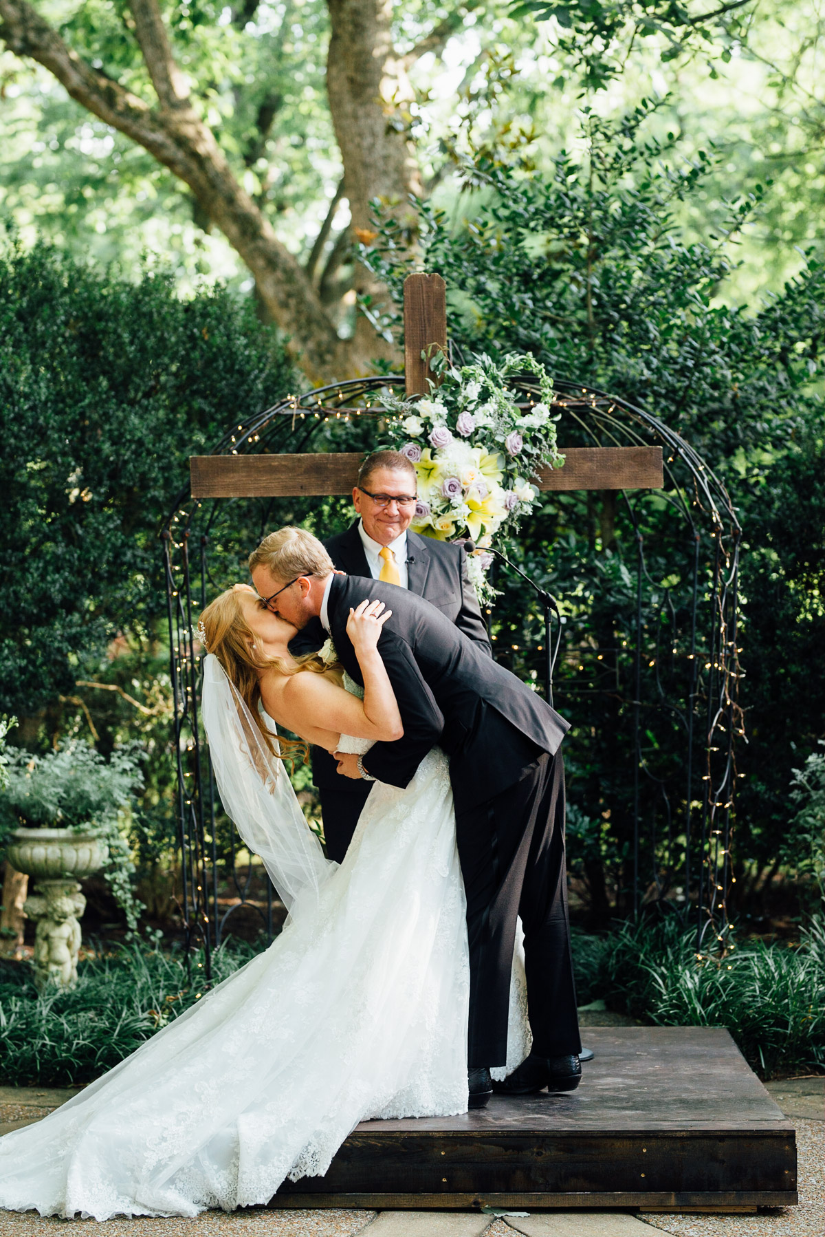 riverwood-mansion-wedding-kiss Riverwood Mansion Wedding | Ashley and Kirk | Nashville, TN