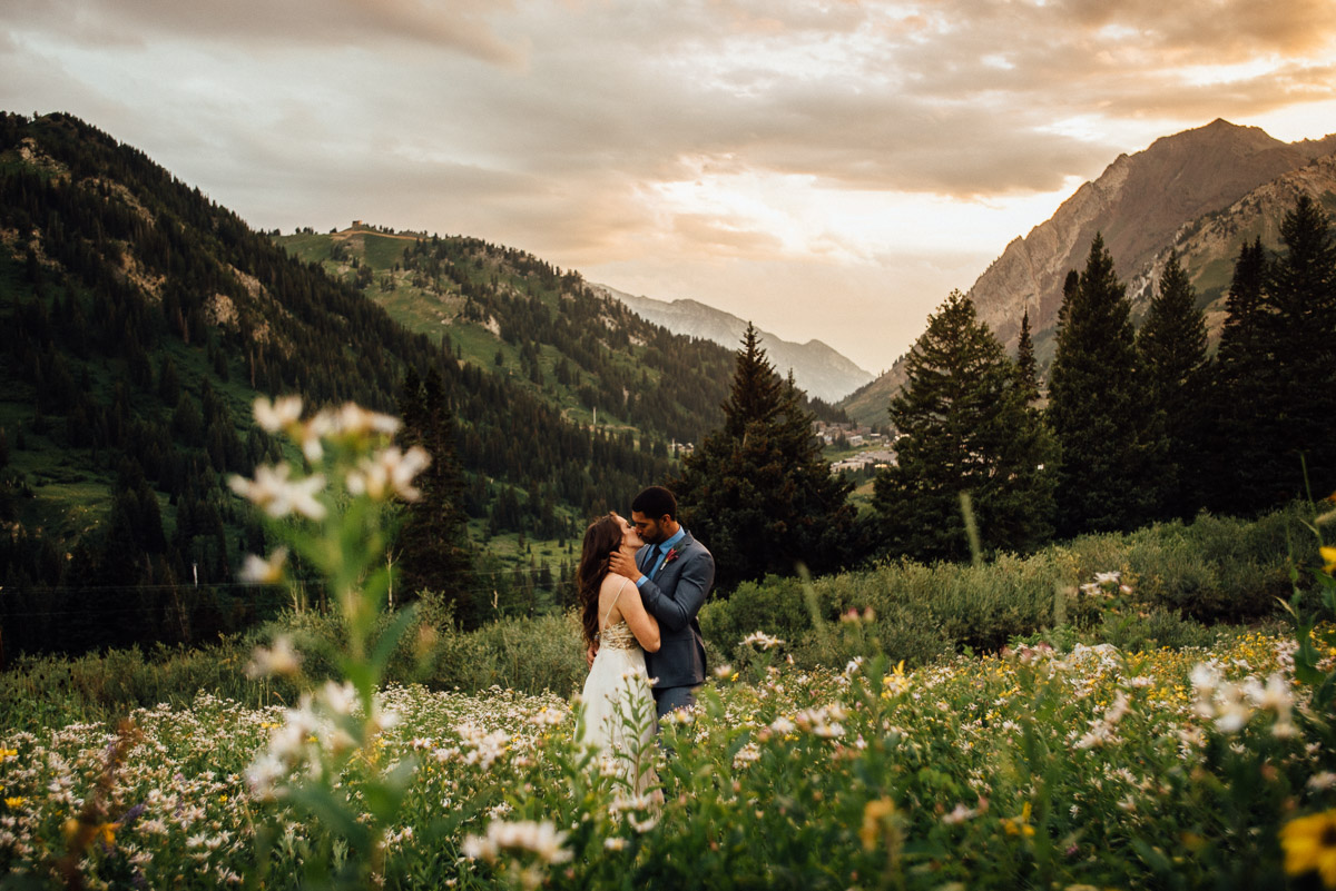 epic-sunset-wedding-kiss Salt Lake City | Mountain Wedding Inspiration