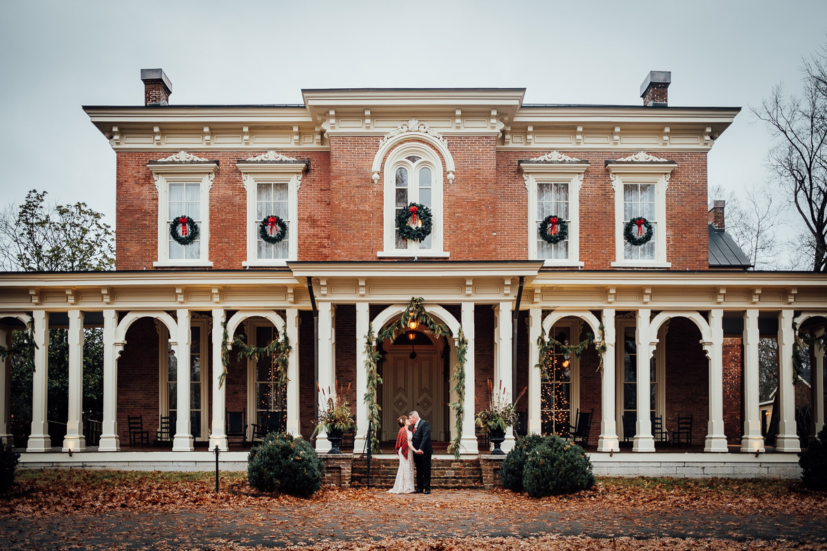 christmas-wedding-10-1 Cozy Christmas Wedding | Oaklands Mansion - Murfreesboro, TN