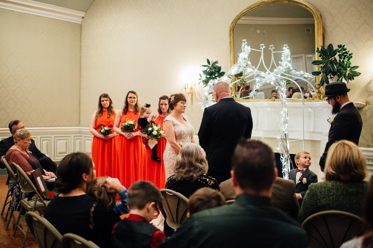 christmas-wedding-18-1 Cozy Christmas Wedding | Oaklands Mansion - Murfreesboro, TN