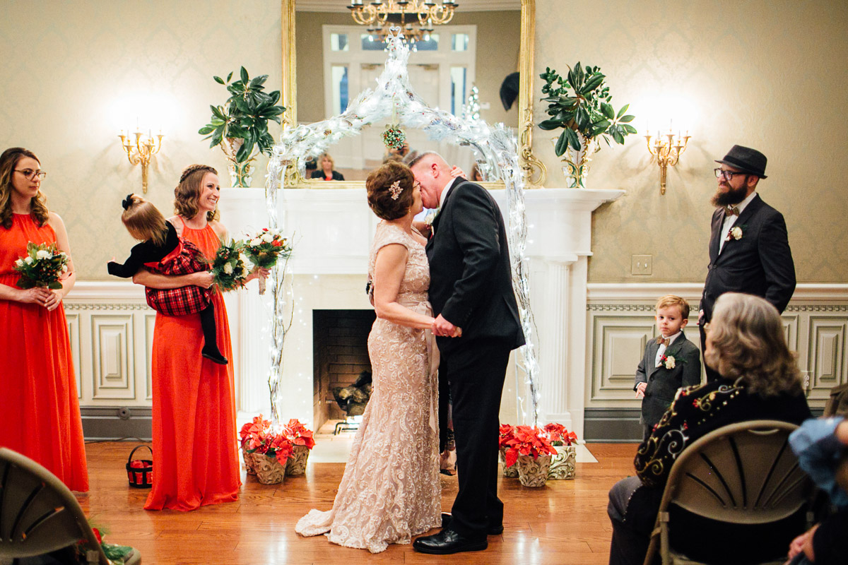 christmas-wedding-19-1 Cozy Christmas Wedding | Oaklands Mansion - Murfreesboro, TN