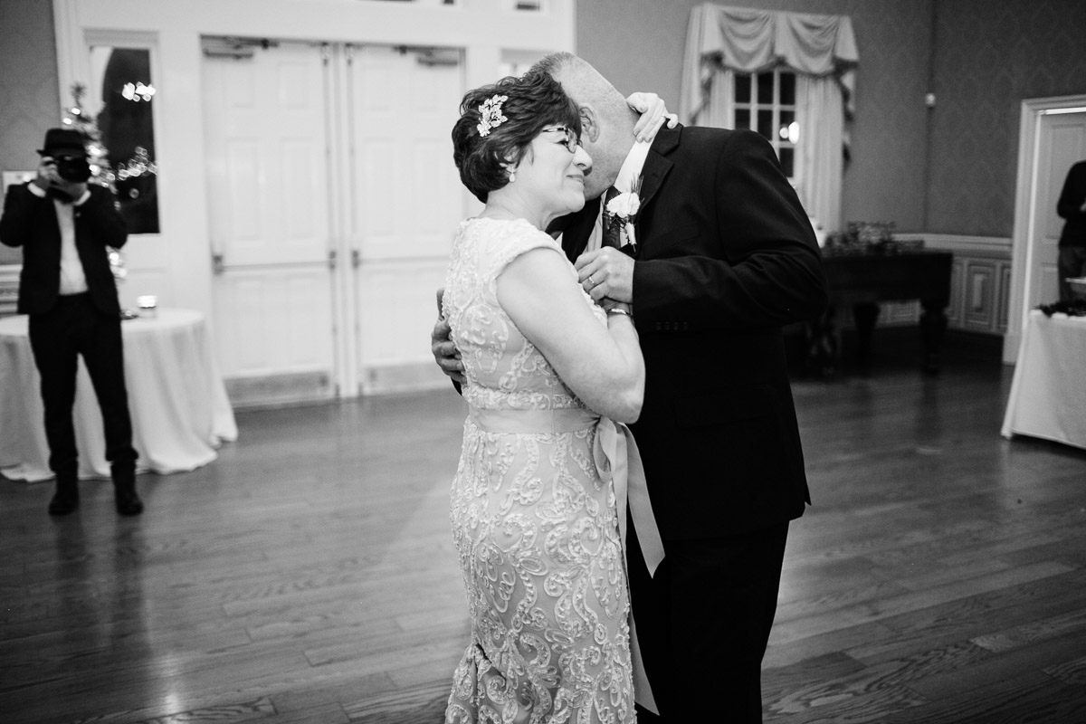 christmas-wedding-24-2 Cozy Christmas Wedding | Oaklands Mansion - Murfreesboro, TN