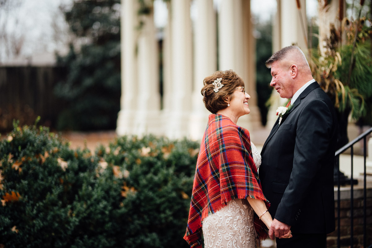 christmas-wedding-7-1 Cozy Christmas Wedding | Oaklands Mansion - Murfreesboro, TN