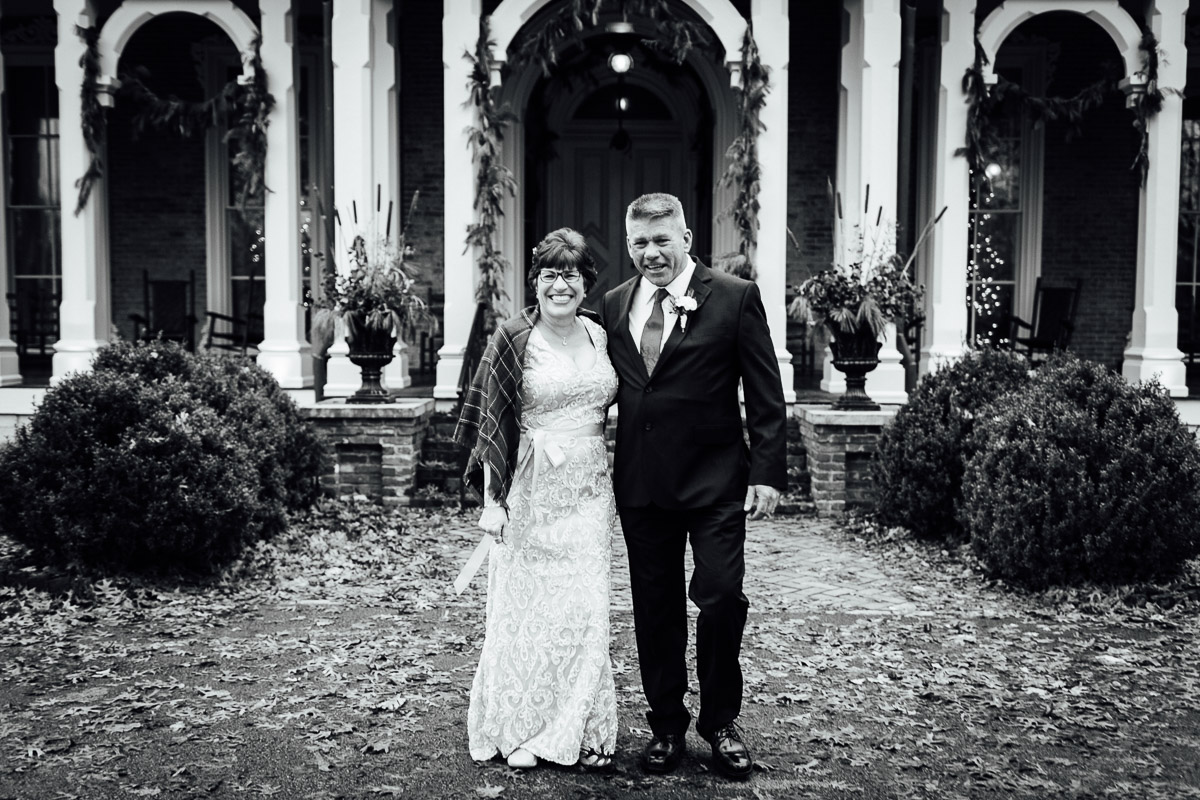christmas-wedding-9-1 Cozy Christmas Wedding | Oaklands Mansion - Murfreesboro, TN