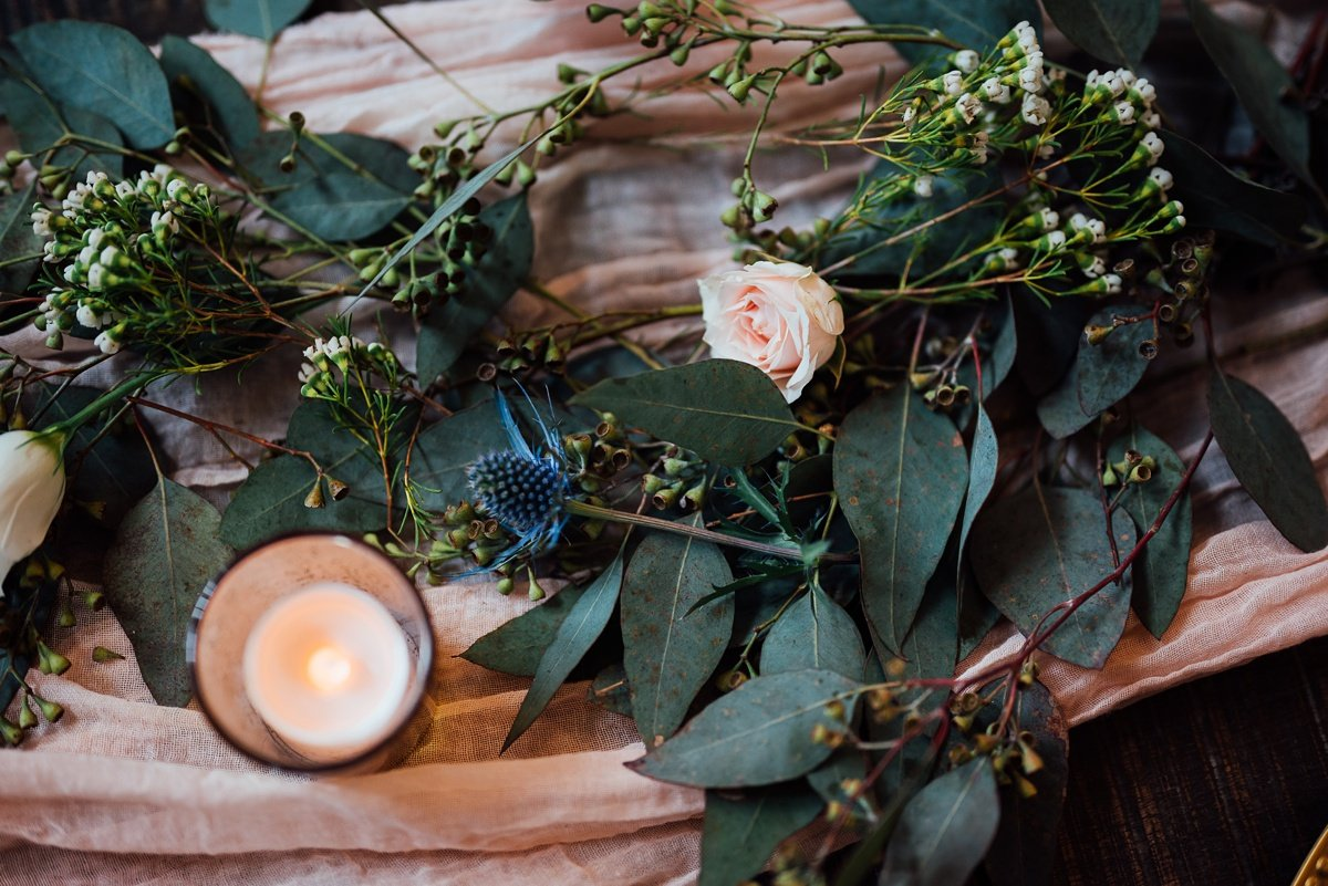 wedding-florals-table-runner Jessica + Jethro   The Venue at Birchwood   Spring Hill, TN